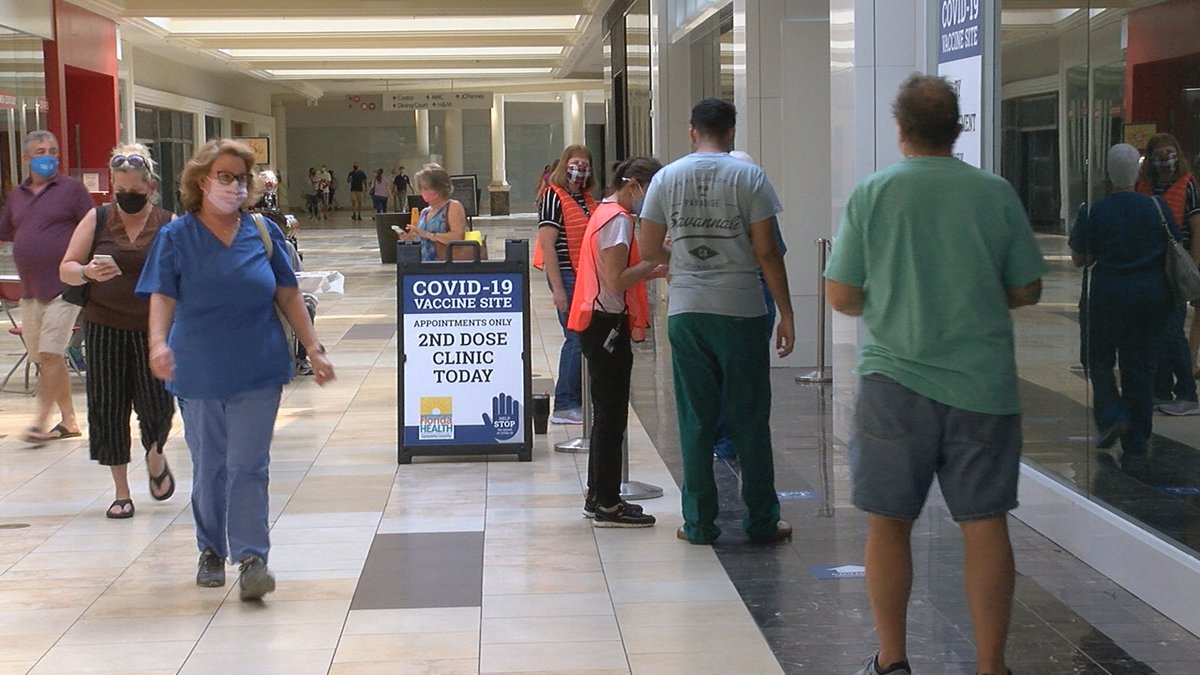 Residents in Sarasota and Manatee Counties continue to receive COVID vaccine.