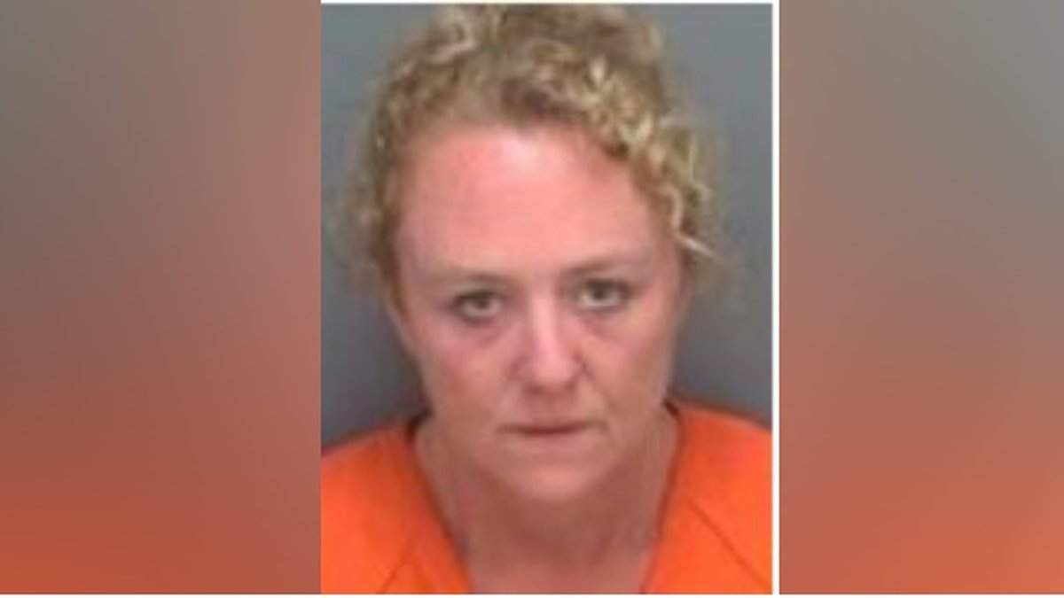 Report: Woman steals live lobster from tank inside Red Lobster restaurant.
