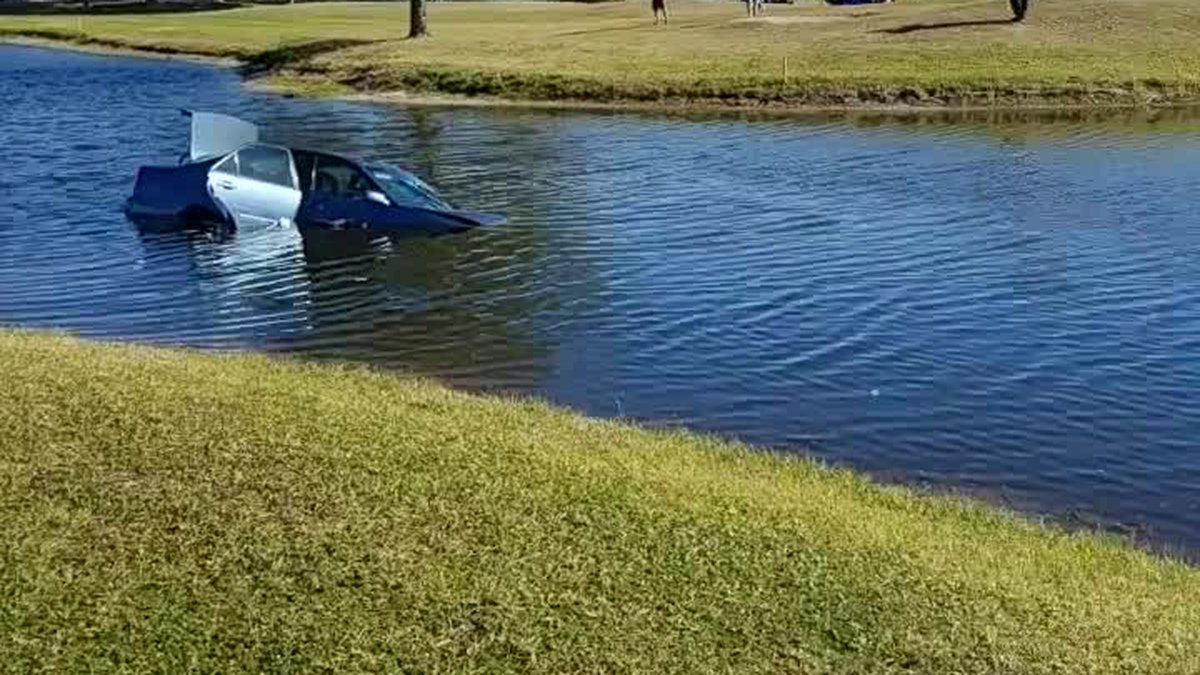 GF Default - VIDEO   VENICE: Car ends up in pond at golf course