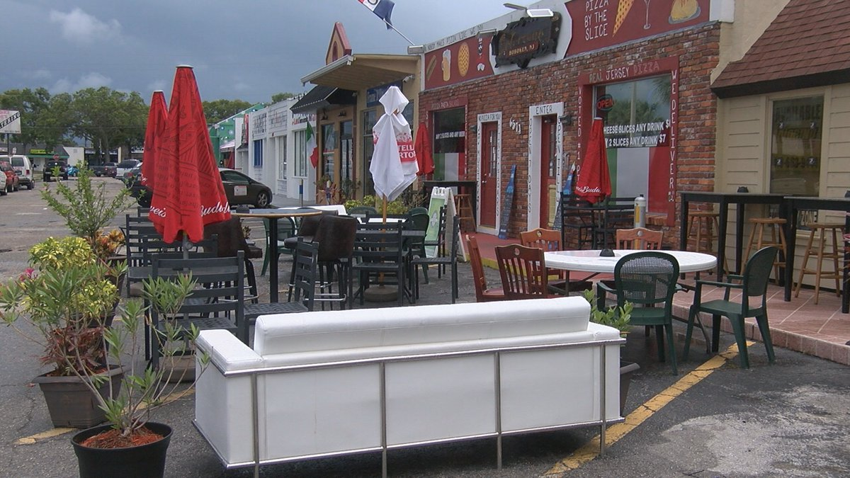 Sarasota restaurant having issues with outdoor dining.